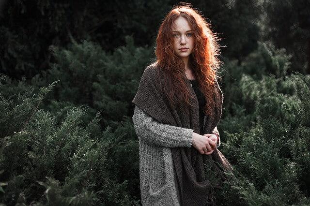 赤毛の女性の写真
