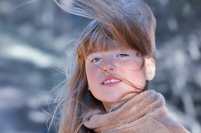 髪が肩にあたってハネる、うねるという理由だけでかける縮毛矯正はNG