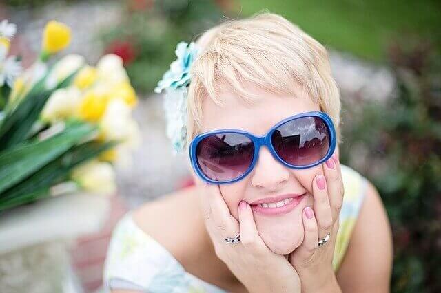 髪の毛が明るい女性の写真