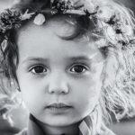 グレーカラーの女の子の写真