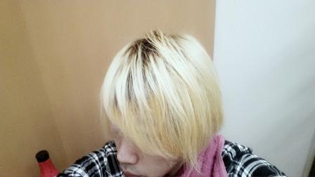 加工後の明るい髪色の写真