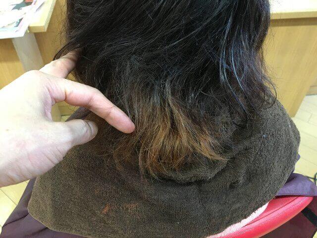 毛先がブリーチされている髪の毛