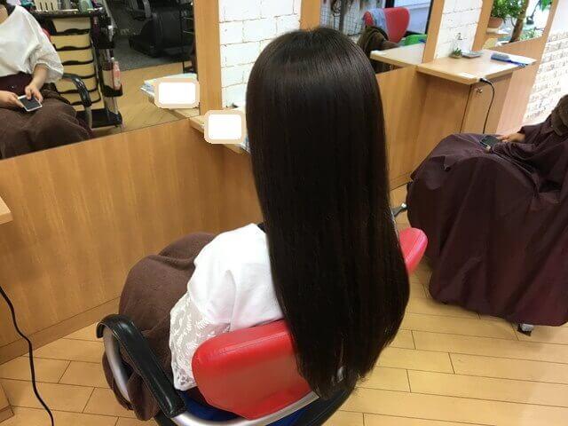 アッシュグレーで染めた髪の毛