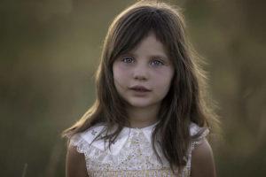 髪の毛の長い女の子の写真