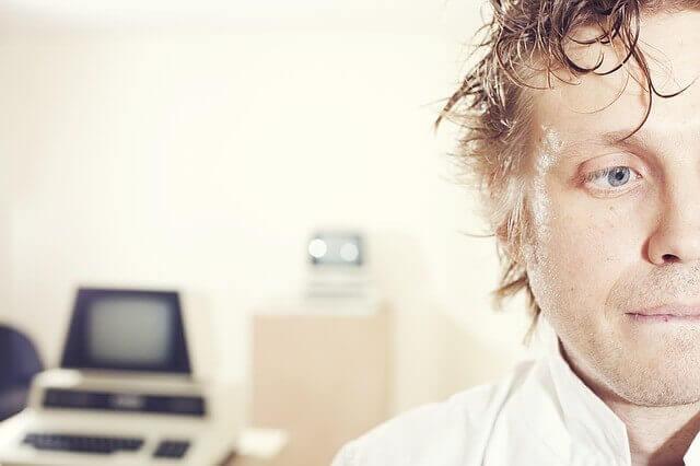 頭皮から出るフケを治したい!乾燥性と脂性フケ2種類の原因と対処法