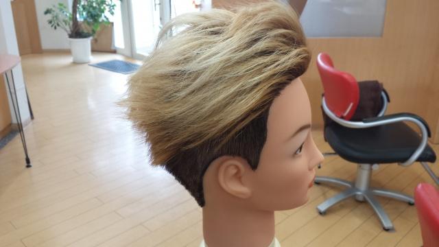 one ok rock Takaさんの髪型 ブリーチ3回後の写真