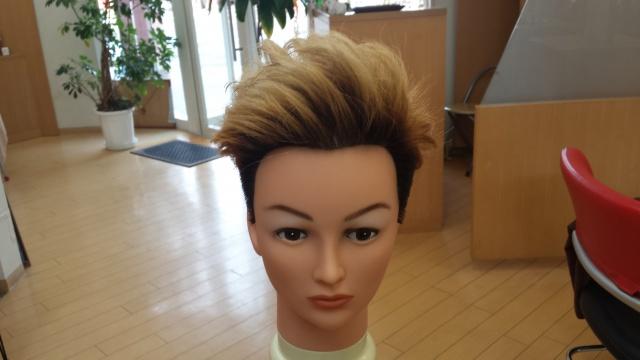ブリーチで3回染めたONE OK ROCK Takaさんの髪型