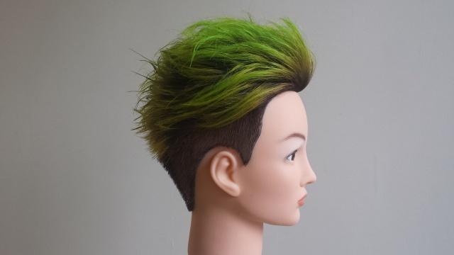 緑マニキュアスタイリング後正面の写真 背景変え