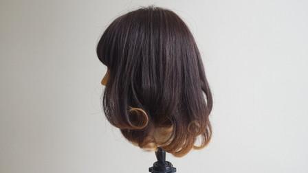 コテで巻き終わった状態の髪の毛 左