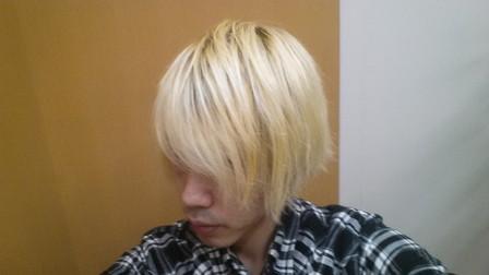ブリーチ4回の髪の毛の写真