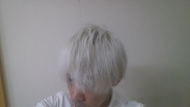ホワイトブリーチして初日にの頭の色