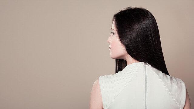 髪の毛がストレートの女性の写真