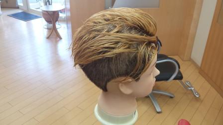 ジャスティンビーバーの髪型 ブリーチ後