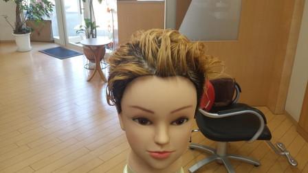 ジャスティンビーバーの髪型のブリーチ後の写真