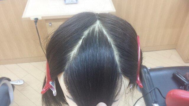 重め前髪の分け方の写真