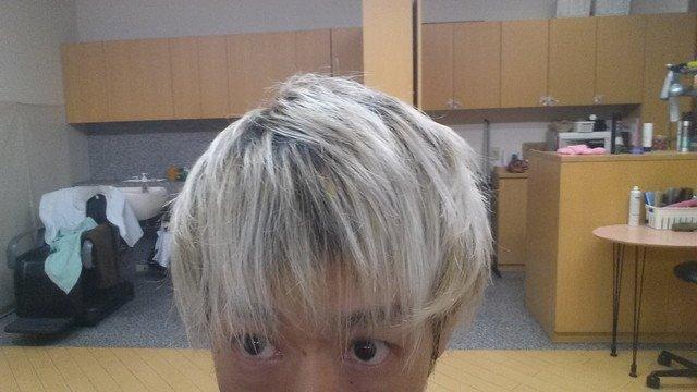ワックスを落とした髪の毛の写真