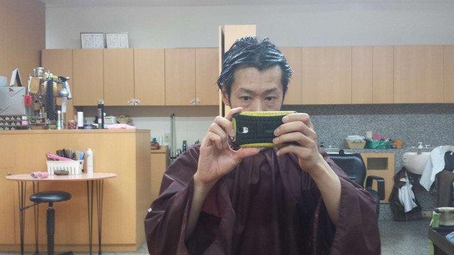 黒染めを塗った直後の髪の毛の写真
