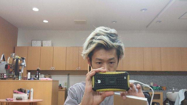黒染め前の髪の毛の写真