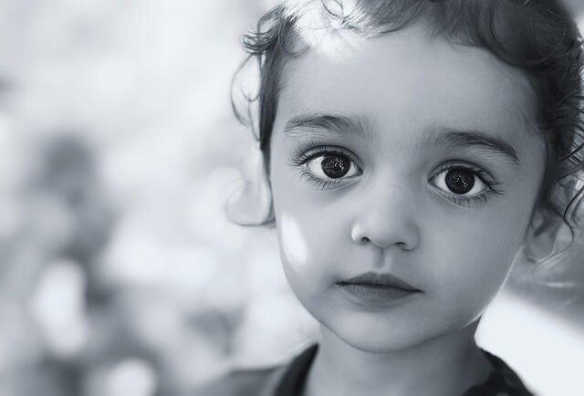黒髪の女の子の写真
