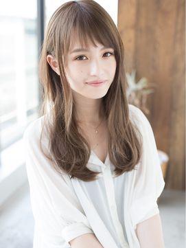 ロングヘアの透け感前髪の写真