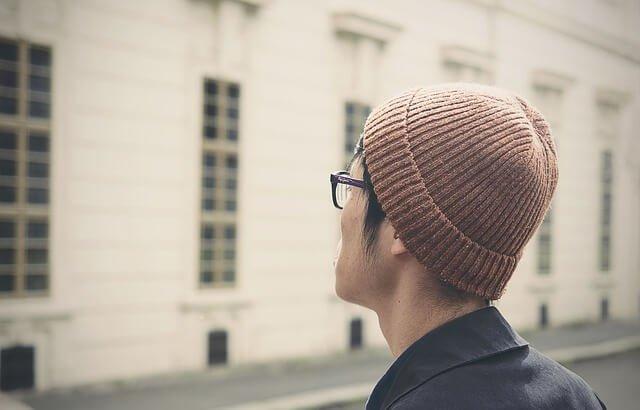 男性の頭の写真