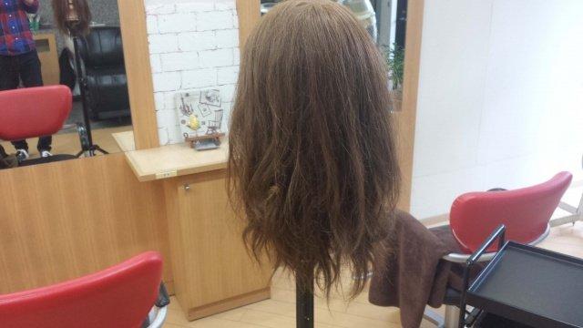 寝ぐせの髪の毛の写真
