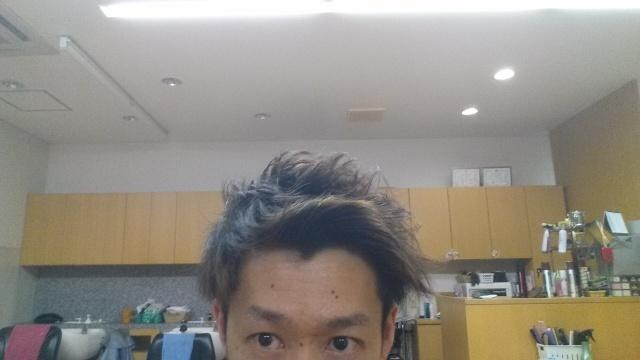 脱染剤前の髪の毛のアップ写真