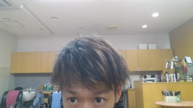 脱染剤前の髪の毛シャンプー後の写真アップ