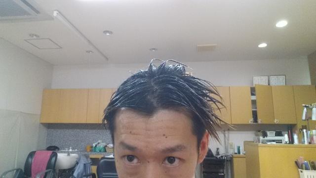 脱染剤を髪の毛に付けた状態の写真