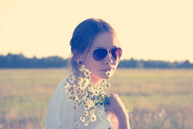 花と女性の写真