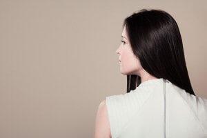 ストレートヘアの女性の写真