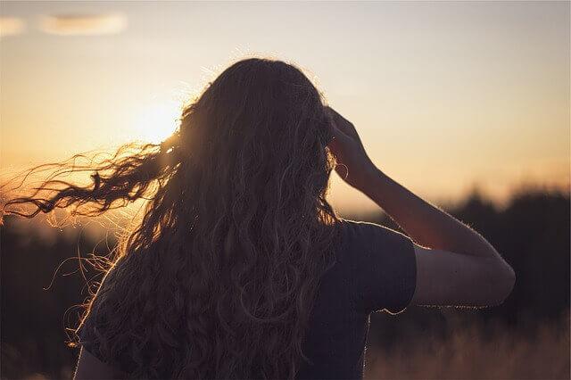 カラーとパーマや縮毛矯正はどっちが先?髪の毛のダメ―ジに注意!