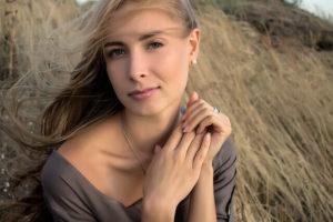 髪のキレイな女性の写真