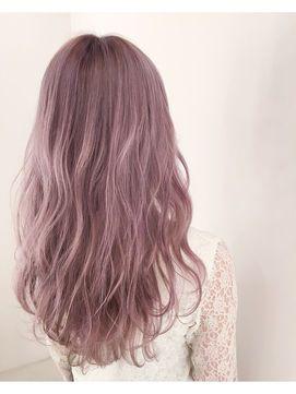 ピンクアッシュの髪の毛の写真