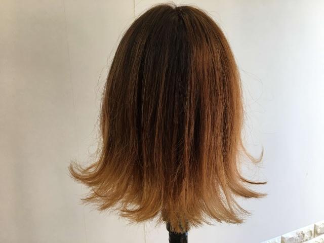 外ハネになっている髪型スタイリング後後ろの写真