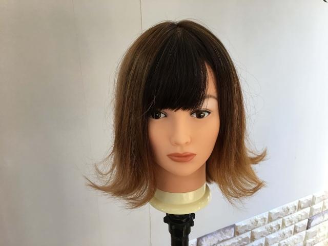 外ハネになっている髪型スタイリングの写真