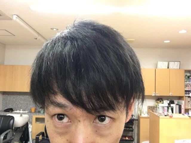 男の髪をノーシャンプーで洗って乾かした後の写真