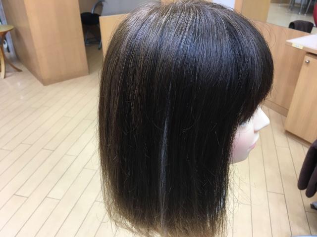 シールエクステを付けた髪の毛の写真