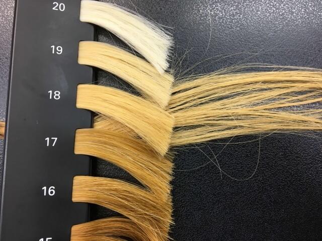 3回ブリーチした髪の毛のレベルの写真
