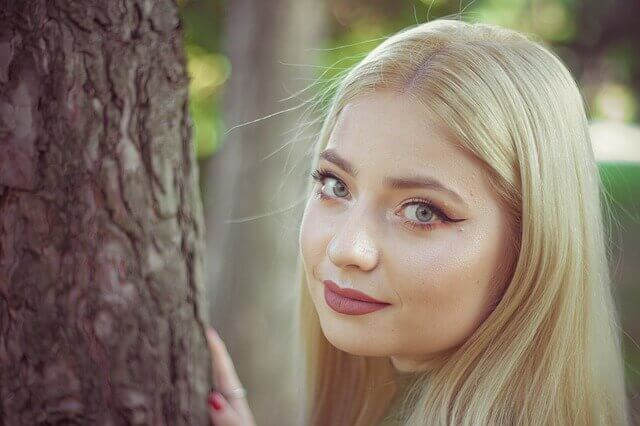 髪の毛のキレイな女性の写真