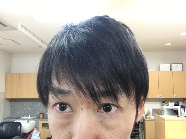 両方オーガニックワックスで抑えた髪の毛の写真