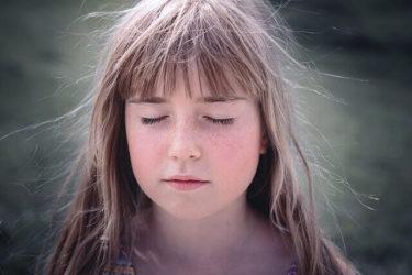 【プロ直伝】髪の毛の静電気の原因と簡単に抑えて予防する方法8選
