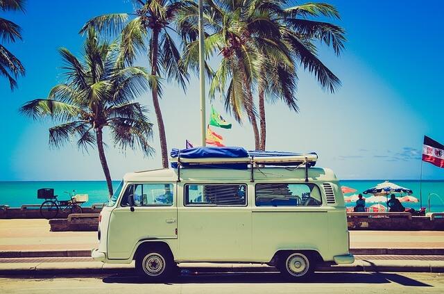 海と車の写真