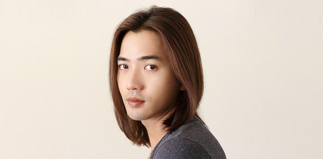 ストレートヘアの男性の写真