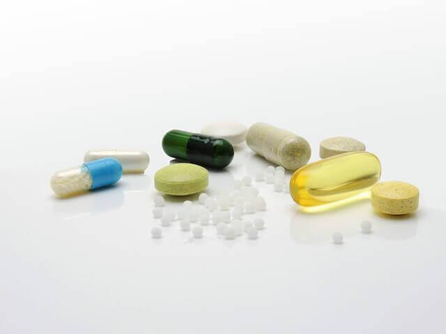 サプリメントと薬の写真