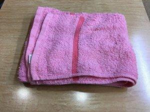 蒸しタオルに使う乾いたタオルの写真