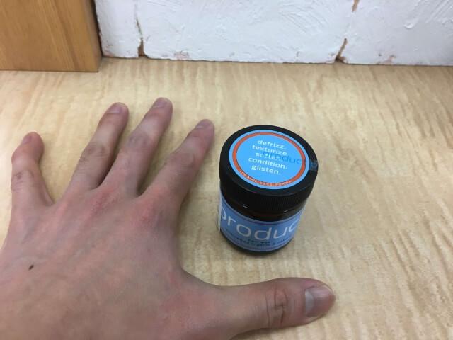ザ・プロダクトと手との大きさ比較写真