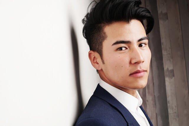 髪の短い男性の写真