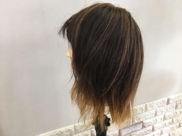 何も付けていない側の髪の毛の写真