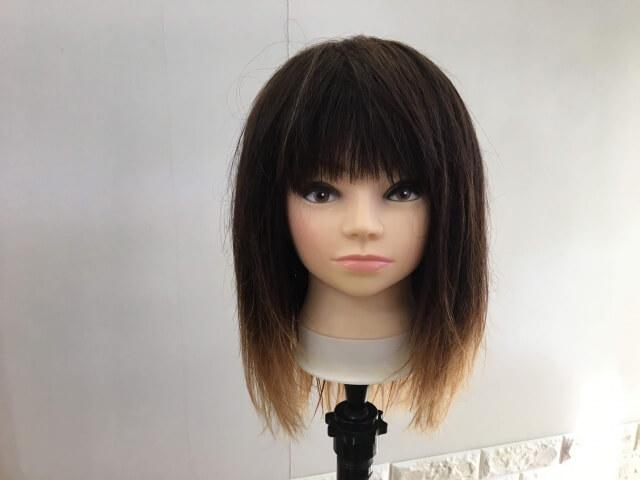 洗い流さないトリートメントを付ける前の髪の毛の写真